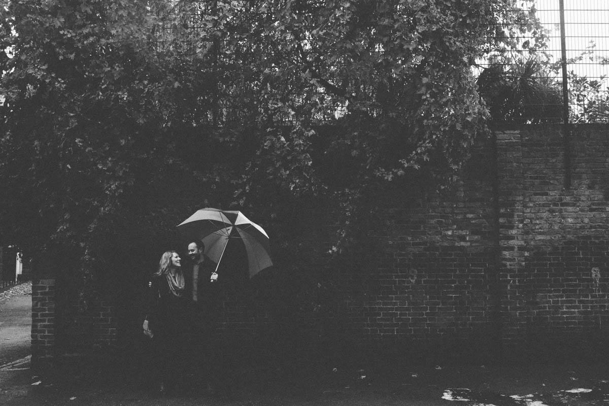 london engagement shoot black and white rain shot
